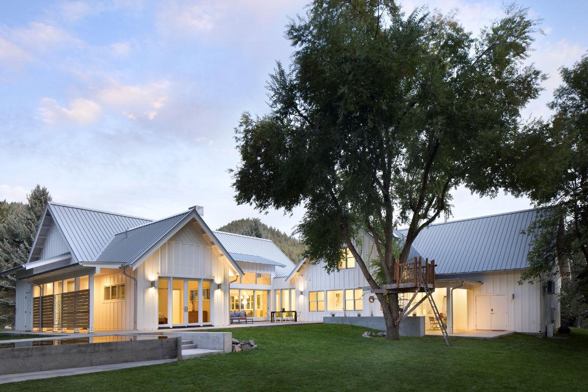 backside-of-Edgell-Custom-built-home