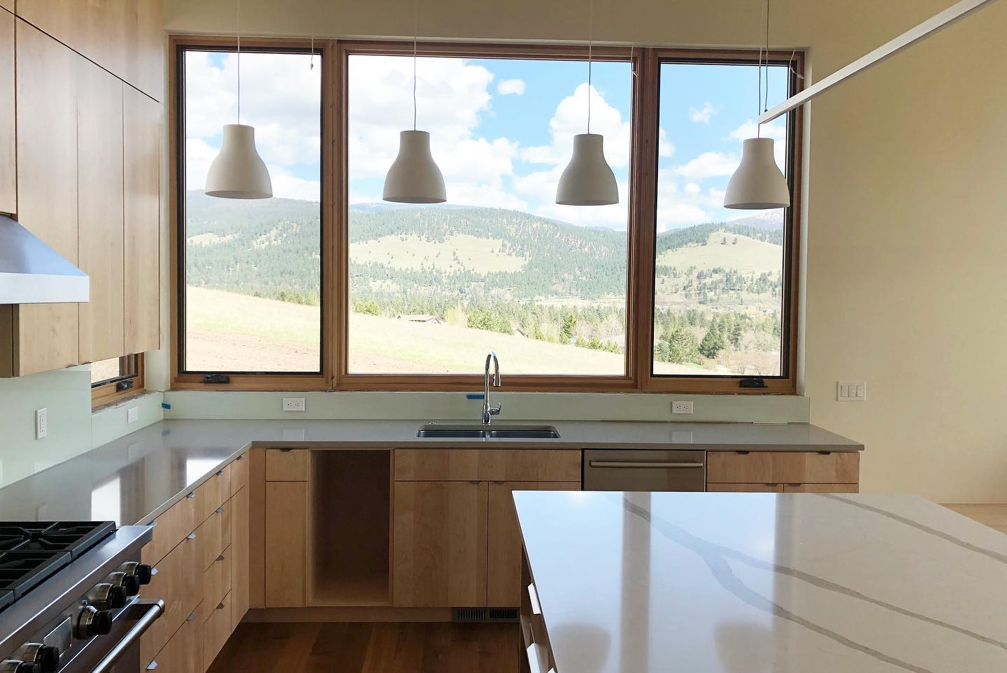 kitchen-with-picture-windows-in-Edgell-home