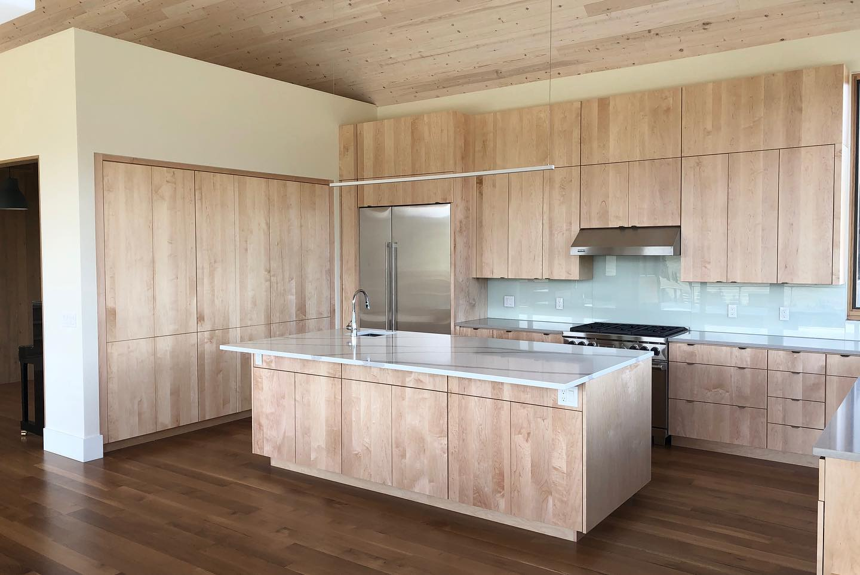 modern-kitchen-in-Edgell-custom-home