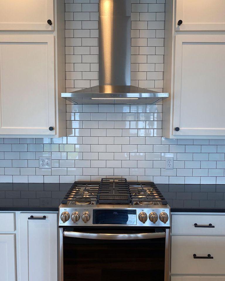 oven-range-with-subway-tile-backsplash-in-Edgell-home